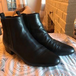 Banana Republic size 9 Black Leather boots